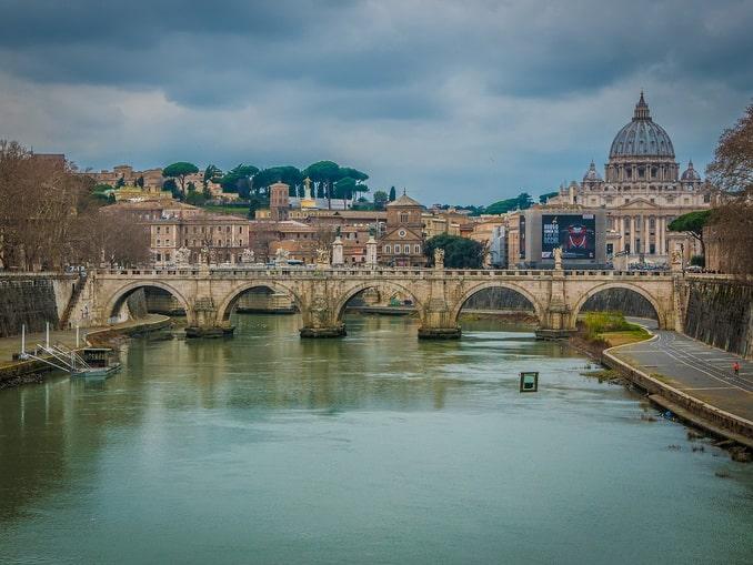 Вид на Тибр и собор святого Петра, Рим