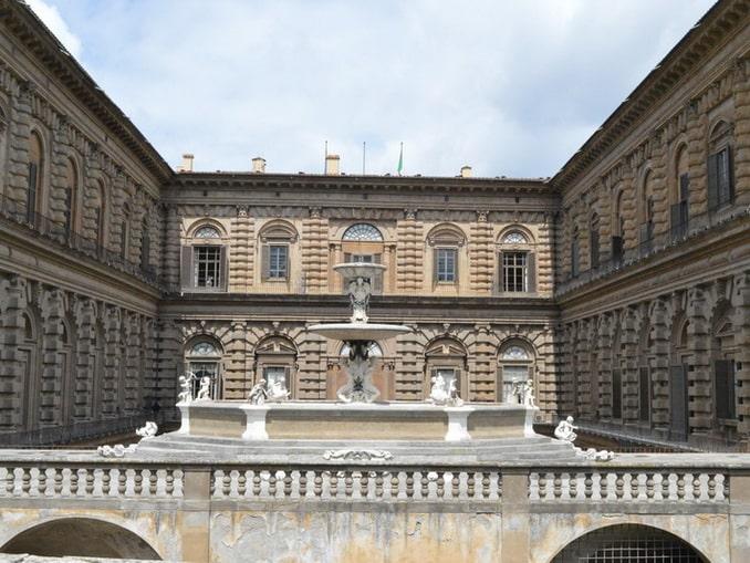 Палаццо Питти. Вид со двора