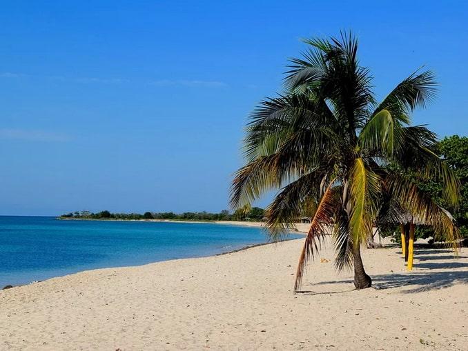 Обычный кубинский пляж