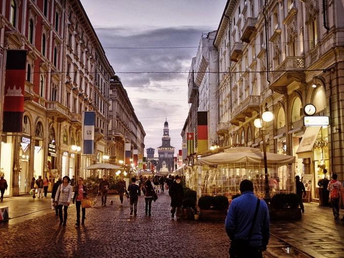 Торговая улица в Милане