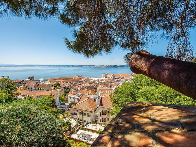 Вид на Лиссабон из замка святого Георгия