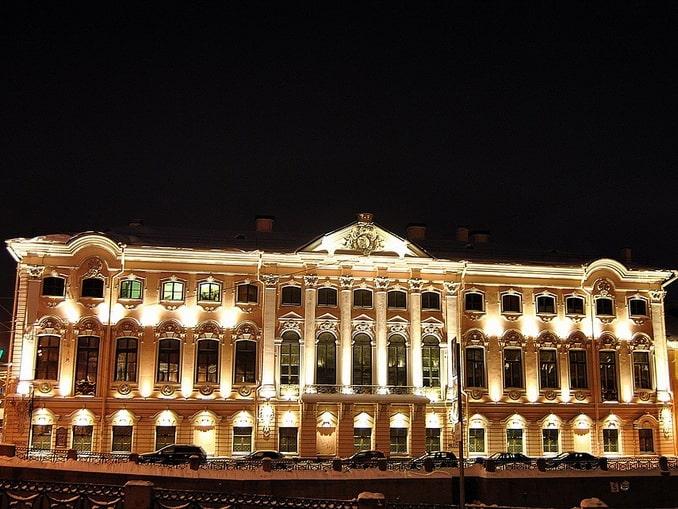 Строгановский дворец ночью
