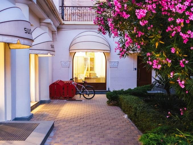 Отель в Сочи, майский вечер