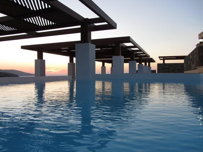 Бассейн при отеле, Крит