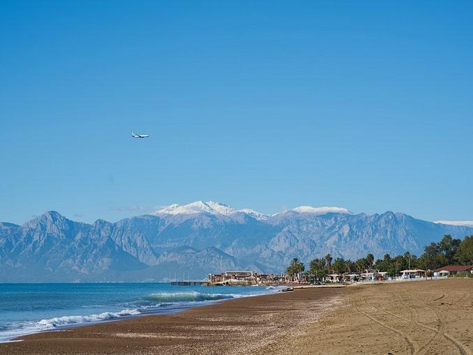 Пляж в Ларе, январь в Анталии