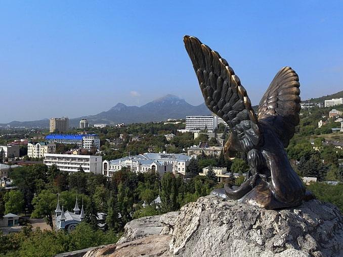 Скульптура орла - ее нужно обязательно посмотреть в Пятигорске
