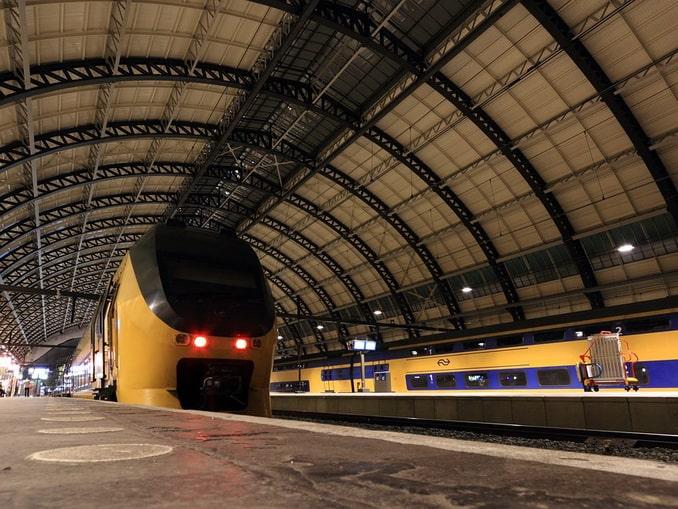 Поезд в Амстердаме
