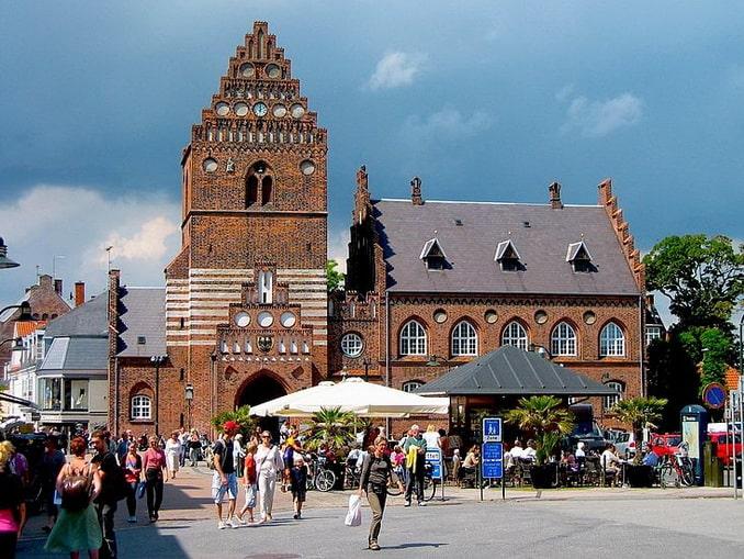 Башня святого Лаврентия и ратуша в Роскилле, фото Mariusz Paździora