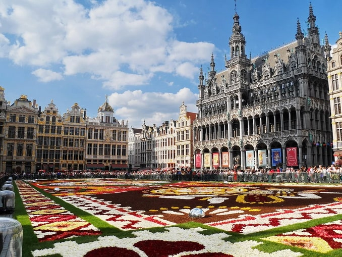 Цветочный ковер на Гран-Плас в Брюсселе