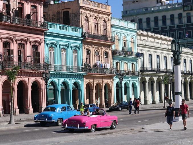 Олдтаймеры в Гаване на Кубе