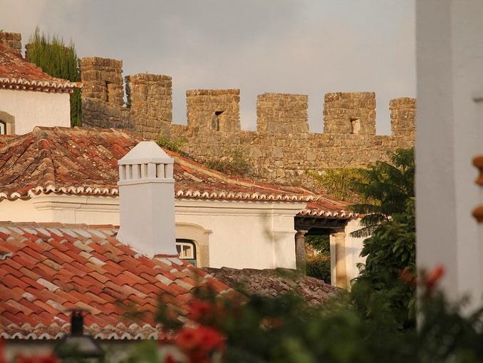 Обидуш, Португалия: крыши и стена