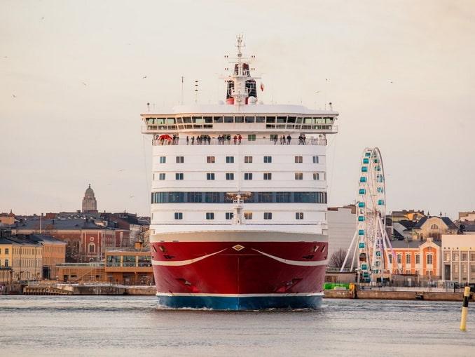 Паром в порту Хельсинки