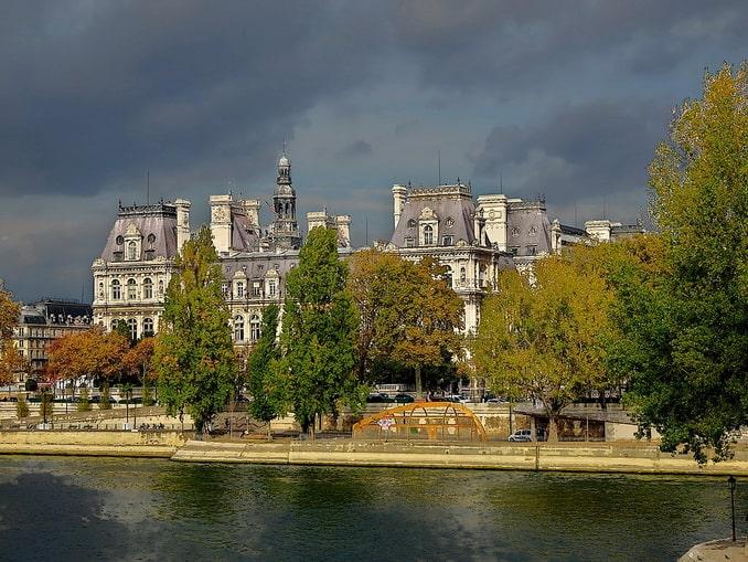 Париж в сентябре: Сена и мэрия