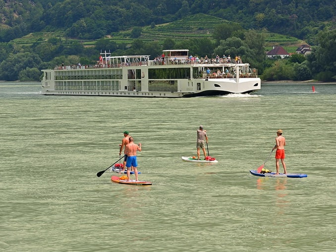 Круизный корабль на Дунае