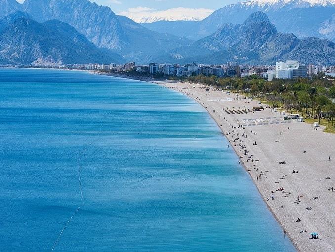 Пляж в Анталии, Турция