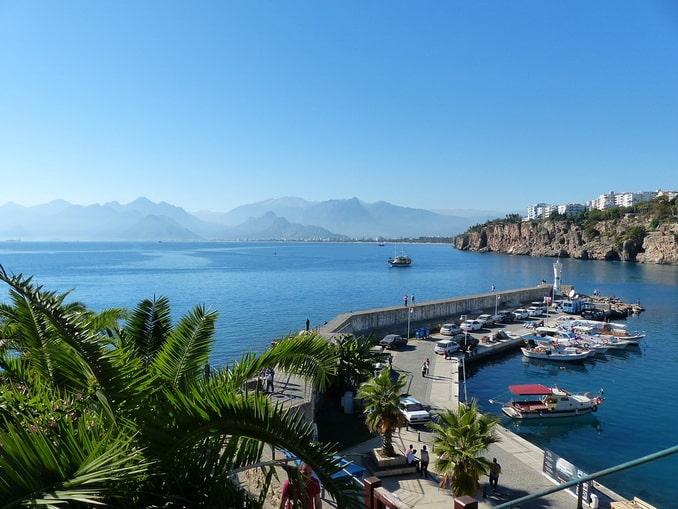 Анталия: гавань и море