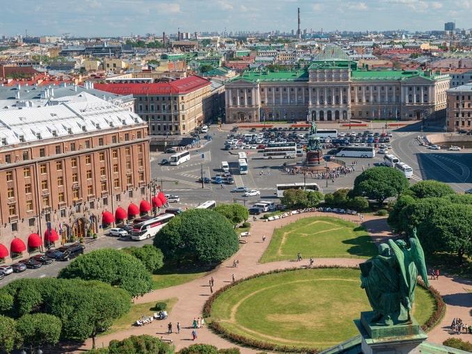 Вид с колоннады Исаакиевского собора в Санкт-Петербурге