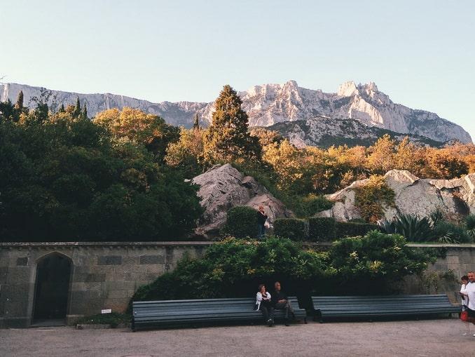 Вид на Ай-Петри из сада Алупкинского дворца, Крым