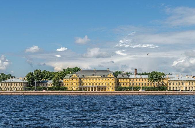 Меншиковский дворец в Санкт-Петербурге - посещается по карте гостя