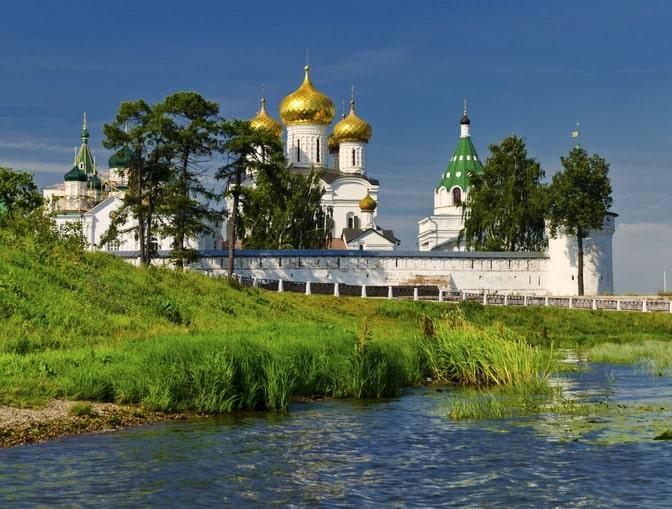 Ипатьевский монастырь в Костроме, Россия