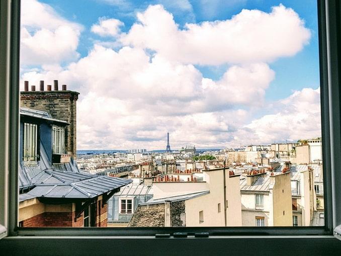 Вид из окна на Париж, Франция