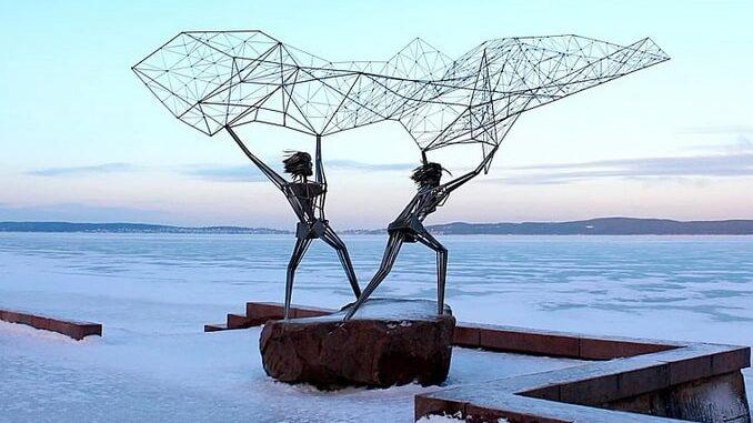 Скульптуры на Онежской набережной нужно обязательно увидеть в Петрозаводске