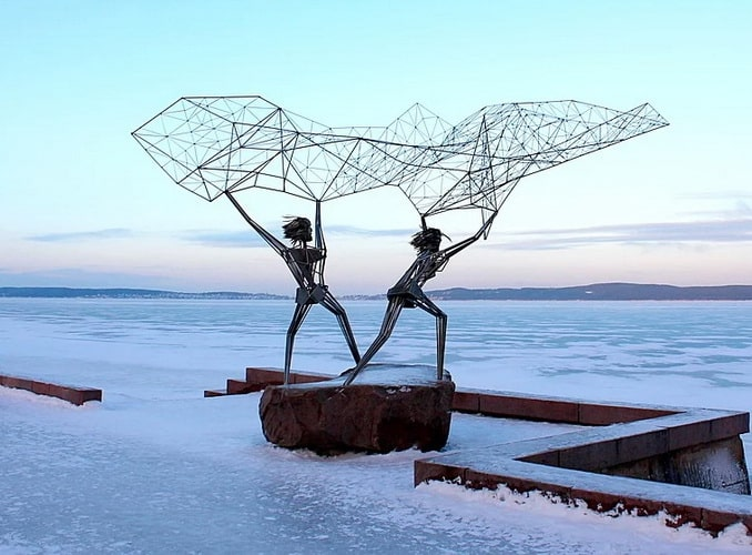 "Петрозаводск, скульптура ""Рыбаки"""