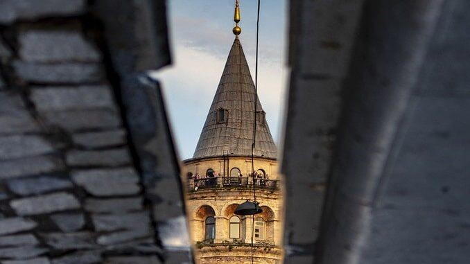 Стамбул, Галатская башня, весна