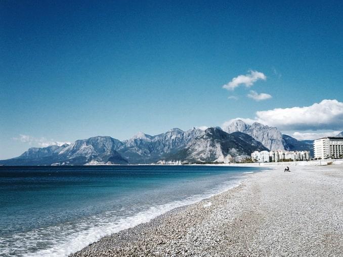 Пляж Анталии в январе
