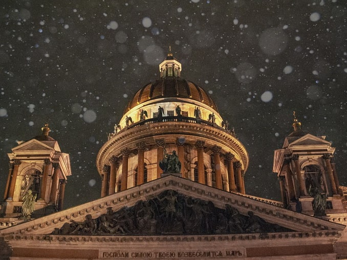 Исаакиевский собор в Санкт-Петербурге в начале января