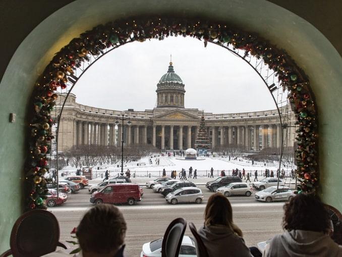 Кафе с видом на Казанский собор - Санкт-Петербург в начале января красив