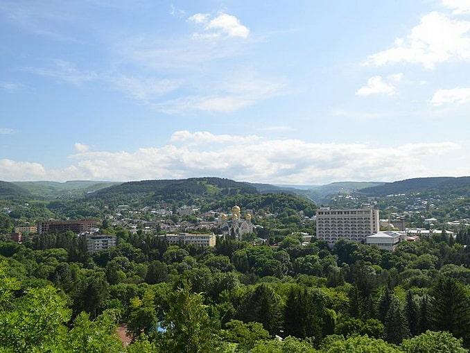 Вид на Кисловодск в июне, фото Legioner2016