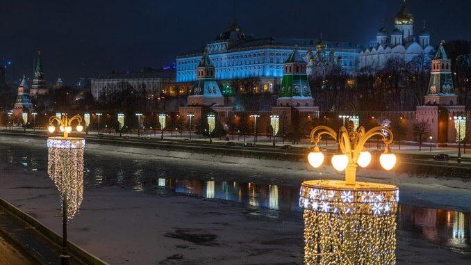 Москва: река и Кремль