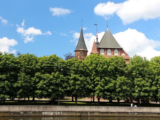 Собор в Калининграде, середина лета
