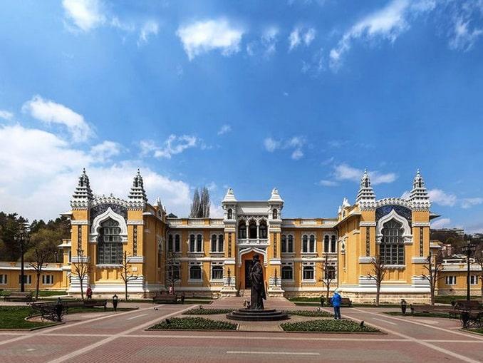 Главные Нарзанные ванны в Кисловодске, Курортный бульвар