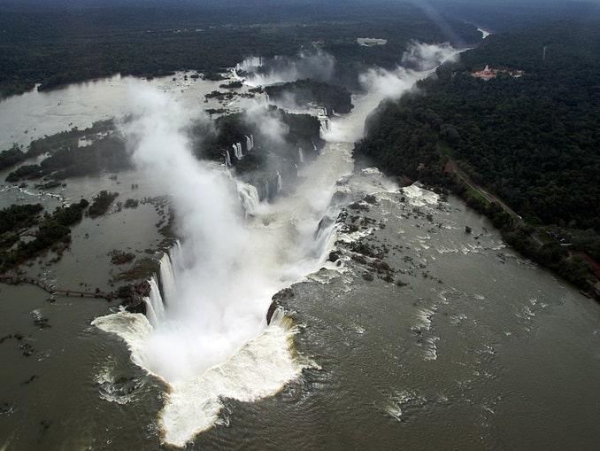 Водопад Игуасу нужно увидеть, оказавшись в Южной Америке