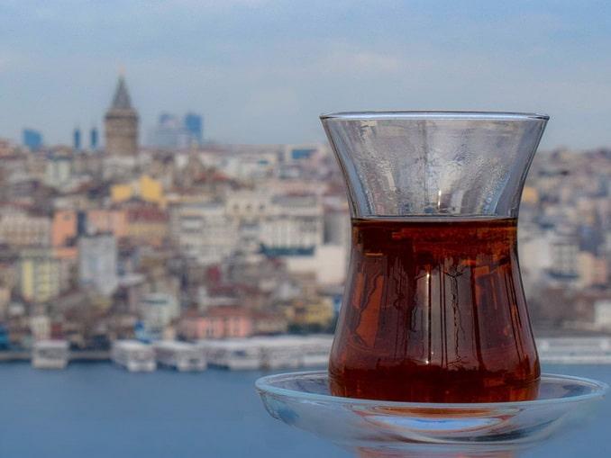 Стамбул в апреле: чай, Босфор, Галатская башня
