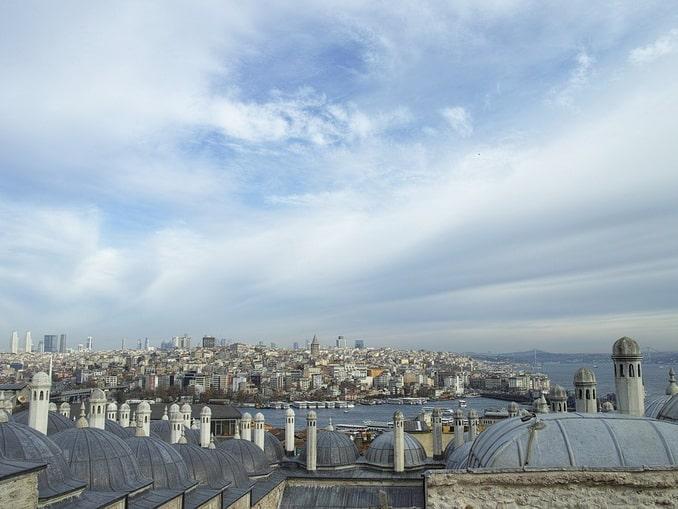 Вид на крыши Стамбула весной