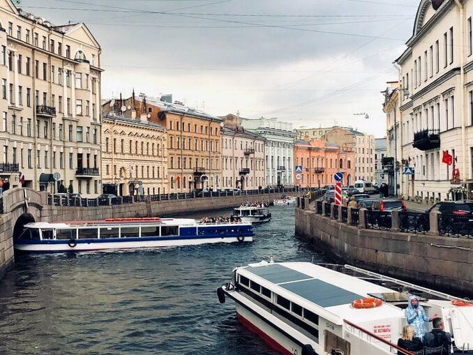 Санкт-Петербург - куда поехать в Росси в мае