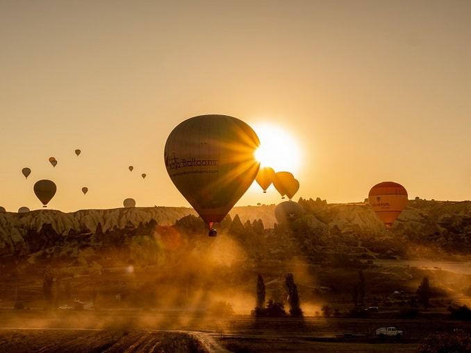 Восход солнца в Каппадокии, начало мая