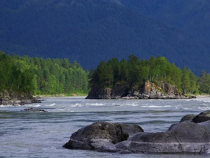 Река Катунь на Алтае летом