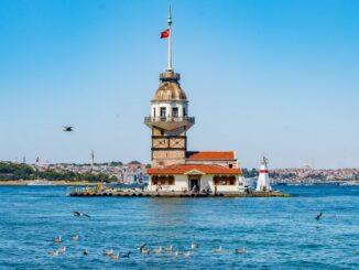 Стамбул в июне: цвет моря и неба