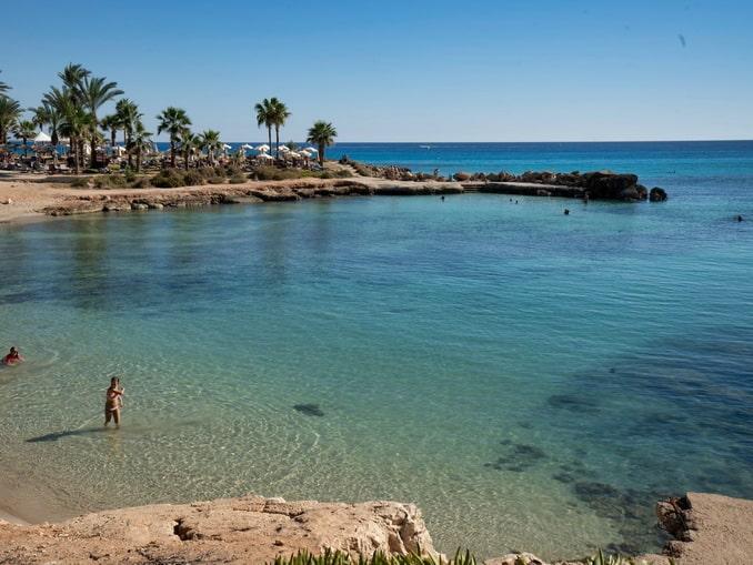 Нисси-Бич в Айя-Напе - одна из достопримечательностей Кипра