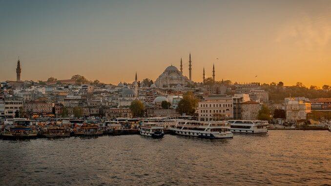 Стамбул в сентябре - вид с Золотого рога