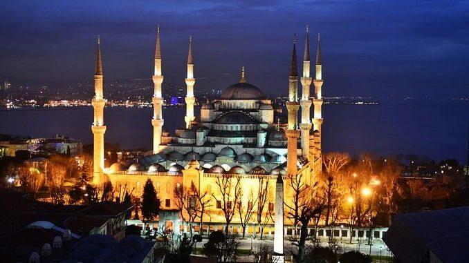 Голубая мечеть в Стамбуле - история ее необычна...