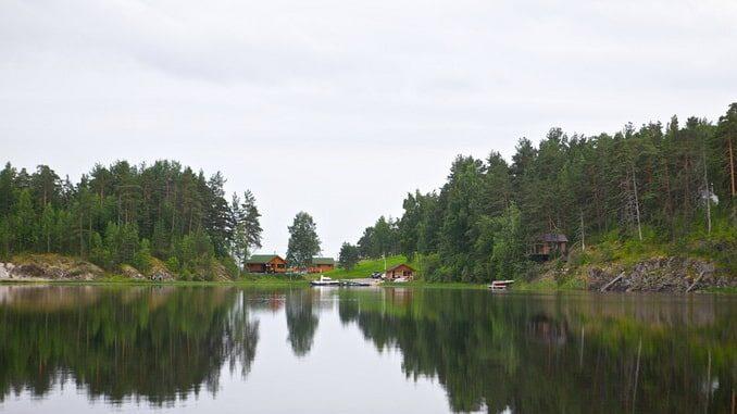 Озеро в Карелии в июле