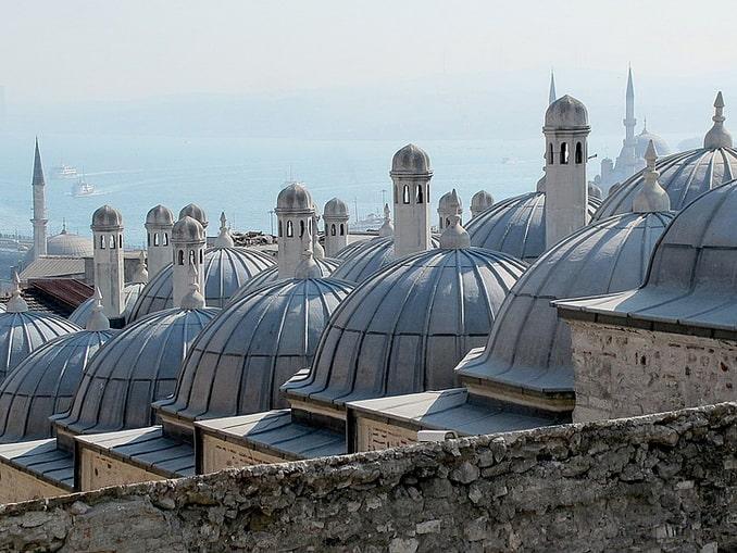 Вид на Босфор в Стамбуле в начале октября - отличная погода