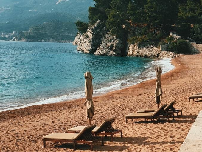 Поехать в Черногорию на машине стоит ради пляжей