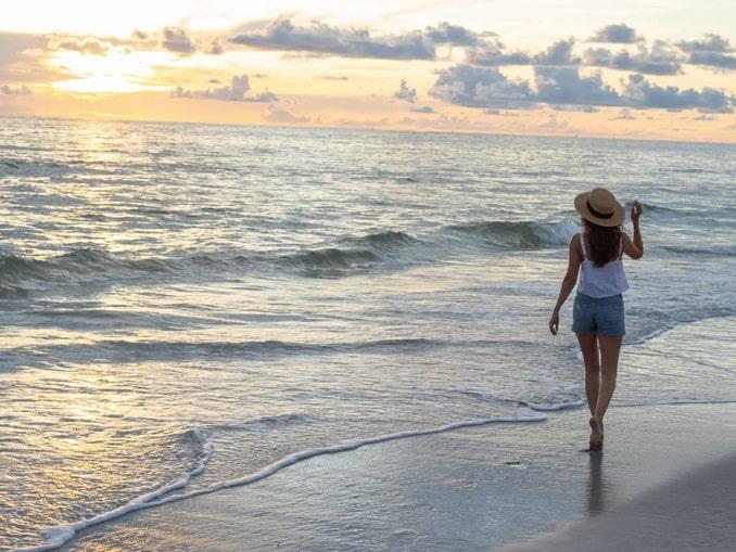 Что из одежды взять девушке на море?