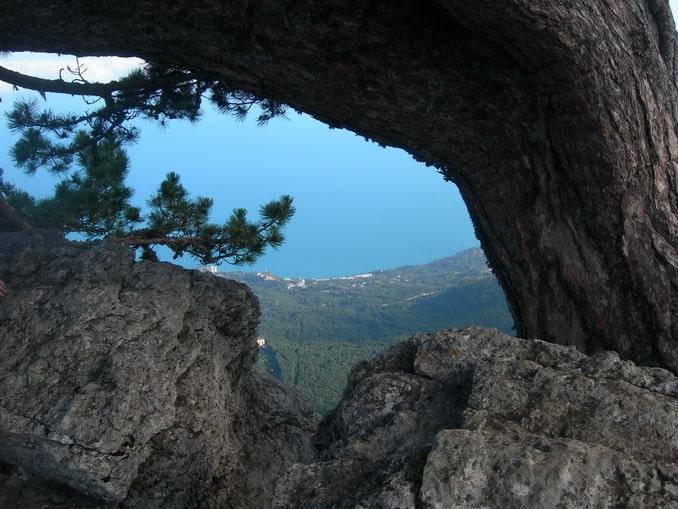 Вид с Кореизской тропы на Ай-Петри впечатляет